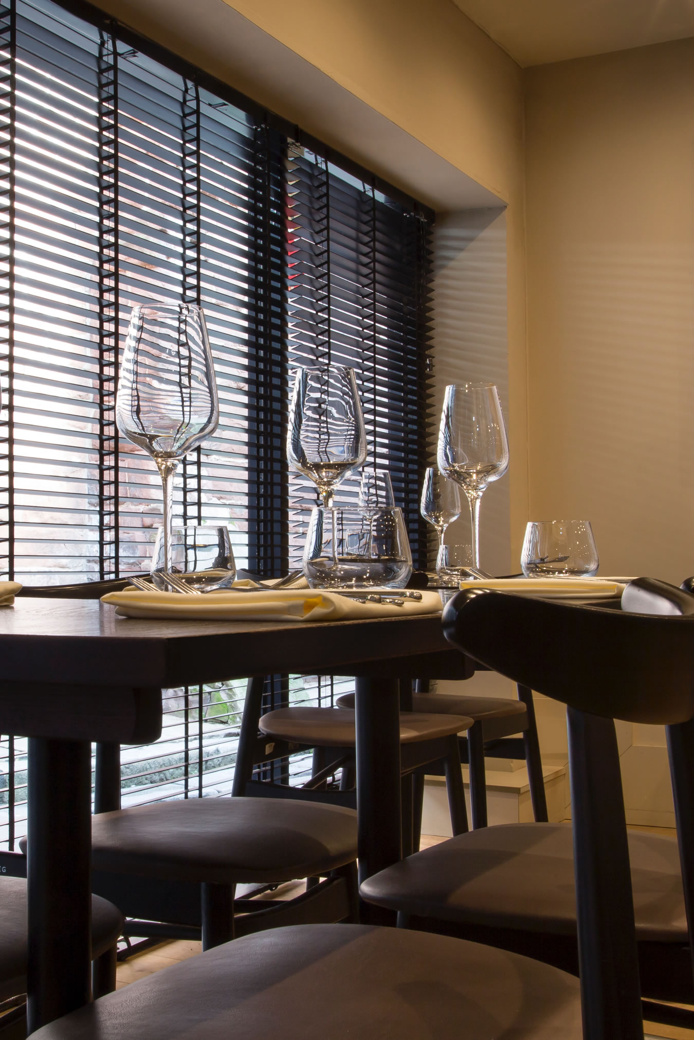Chef's Table. A project by James Roberts Interior Design Practice